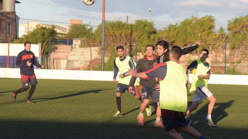 El plantel de USMA afinó detalles de cara al partido del domingo frente a Hispano Americano.