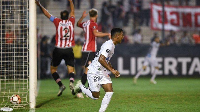 Estudiantes perdió anoche contra Santos