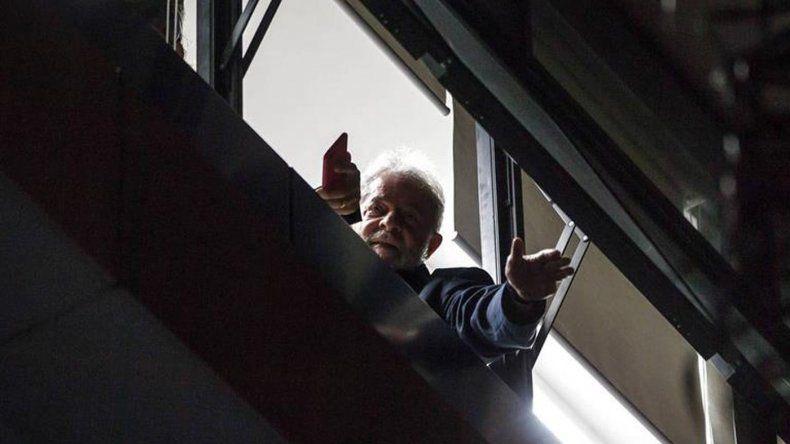 Horas decisivas: Lula dice que no se entrega y crece la tensión