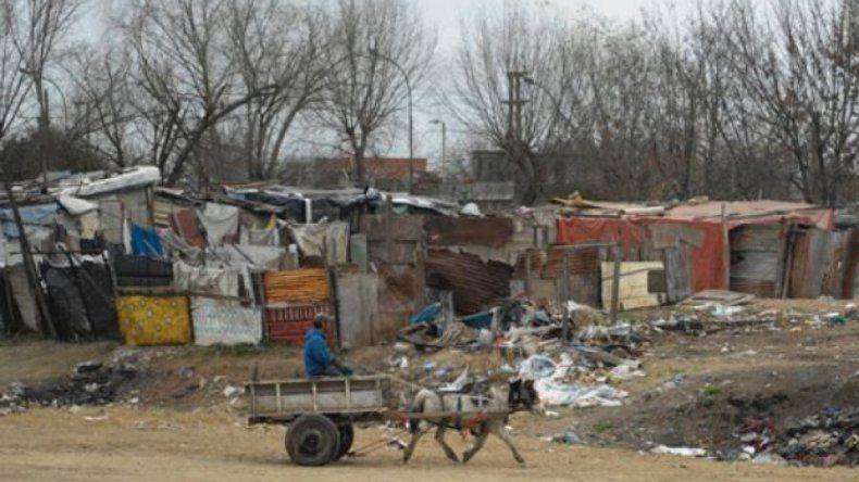 Para la UCA, no hay indicios de que la pobreza vaya a disminuir