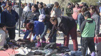 En el Quirno Costa más de 100 personas volvieron a utilizar el trueque para conseguir elementos de primera necesidad.