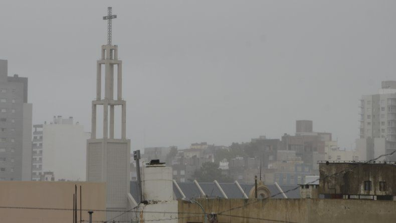 Jueves nublado con probabilidad de lloviznas aisladas