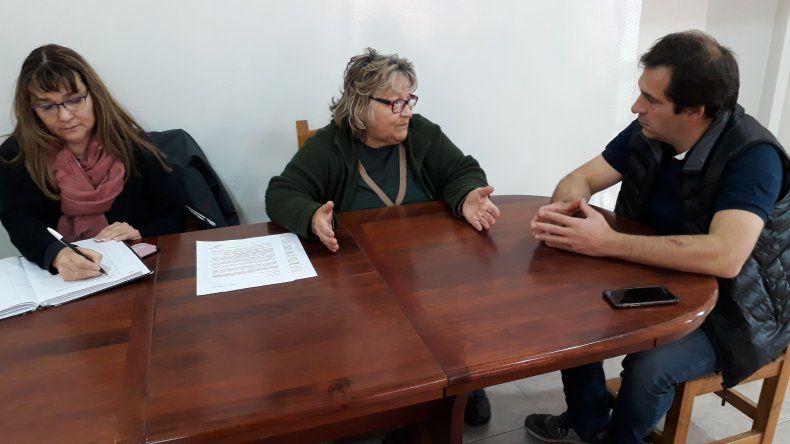 Luque y Melión dialogan durante el encuentro.