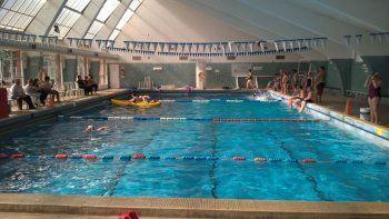 La Universidad firmó un convenio para el uso del natatorio de Diadema