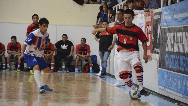 Flamengo empató 5-5 con Auto Lavado El Tiburón y se clasificó para disputar la final del torneo Clausura de fútbol de salón.