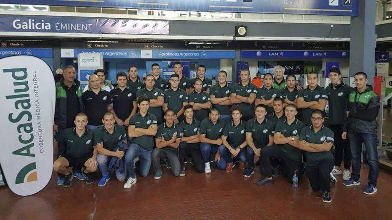 El plantel juvenil de la Unión de Rugby Austral que mañana se medirá con UROBA con la ilusión de mantener la categoría.