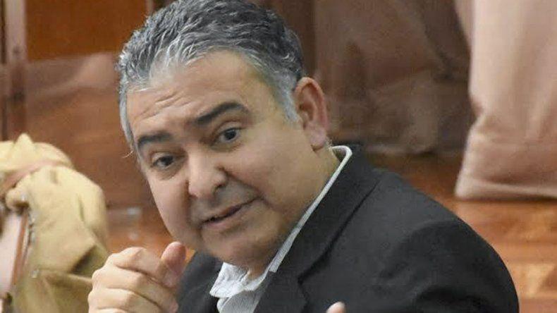 El diputado provincial Manuel Pagliaroni cuestionó ayer los gastos que tienen la Universidad del Chubut y la empresa Patagonia Brokers.