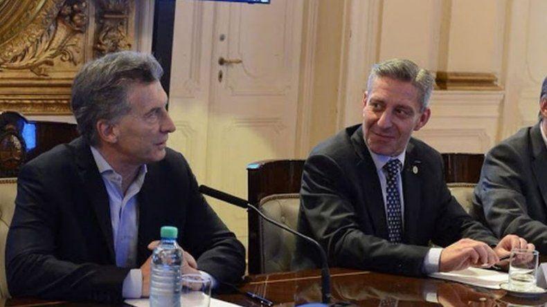 Arcioni participa del encuentro entre Macri y Rajoy