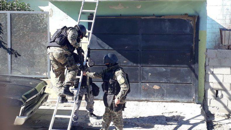 Detienen a Popo Barrientos en un allanamiento por robo