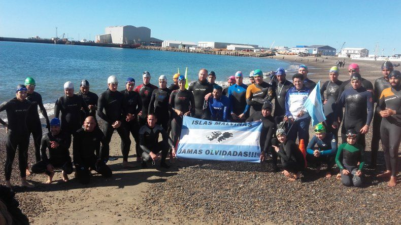 Todos los participantes que tomaron parte de esta travesía que se realizó el último domingo en la costanera local.