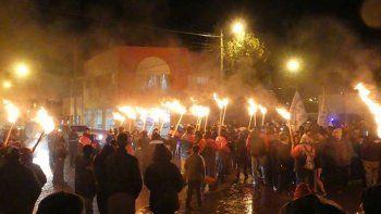 Los mineros de YCRT realizaron una marcha de antorchas