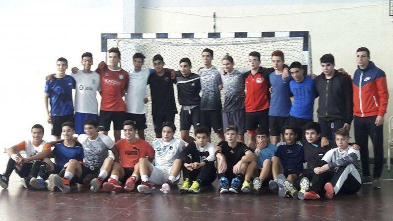 Los juveniles de la Federación Chubutense de Balonmano están preparados para la acción.