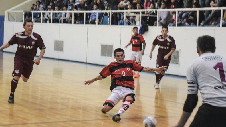 Flamengo se quedó con la primera final del torneo Clausura de fútbol de salón al imponerse 5-4 sobre Lanús.
