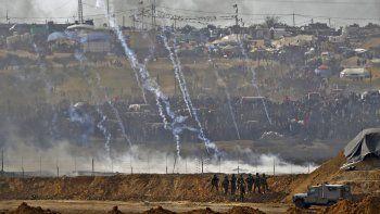 Desde que comenzaron las manifestaciones, el Ejército israelí movilizó a soldados y tiradores que están apostados en montículos de arena en la zona fronteriza.