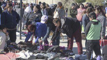 Hace ocho días se realizó en Comodoro Rivadavia una feria de trueque en la plaza del barrio Quirno Costa.