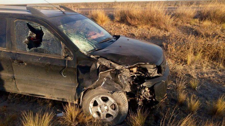 Quiso parar una camioneta para que lo auxiliaran y murió atropellado
