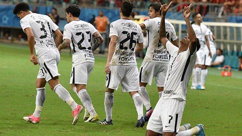 El campeón Corinthians debutó con una victoria en el inicio del Brasileirao