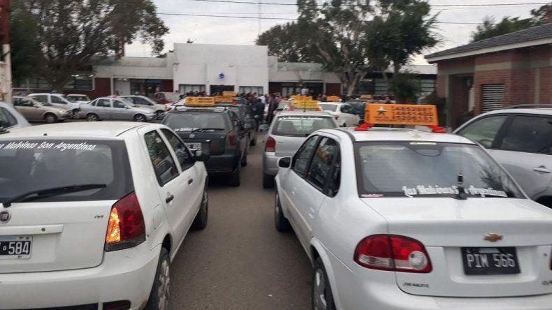 Bocinazos de taxistas por las exigencias desmedidas de Nación
