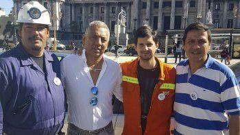 Jorge Soloaga acudió a la plaza del Congreso de la Nación para expresar su apoyo al grupo de trabajadores mineros de la cuenca carbonífera que acampó en ese lugar varios días.