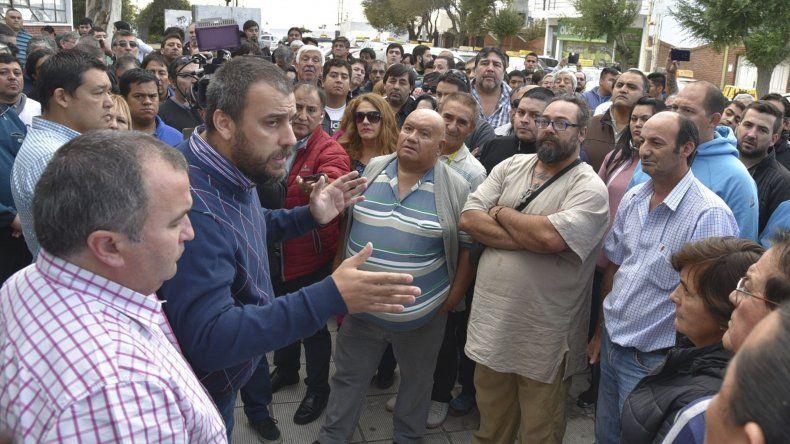El intendente Facundo Prades se comprometió a oficiar de mediador entre el Ministerio de Trabajo y los choferes de taxis y remises por los operativos de control de situaciones laborales.