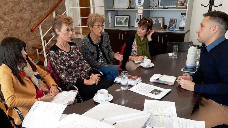 Caridi recibió a las integrantes de la Asociación Detrás del Puente.