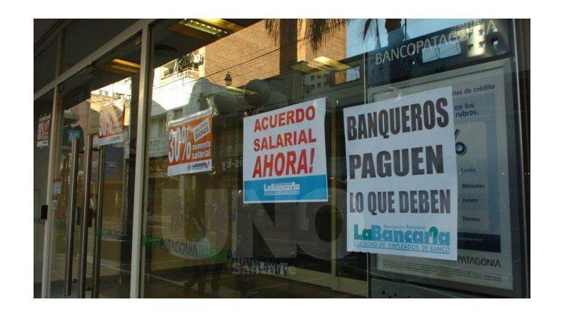 Los bancos no atenderán al público hoy y tampoco mañana.