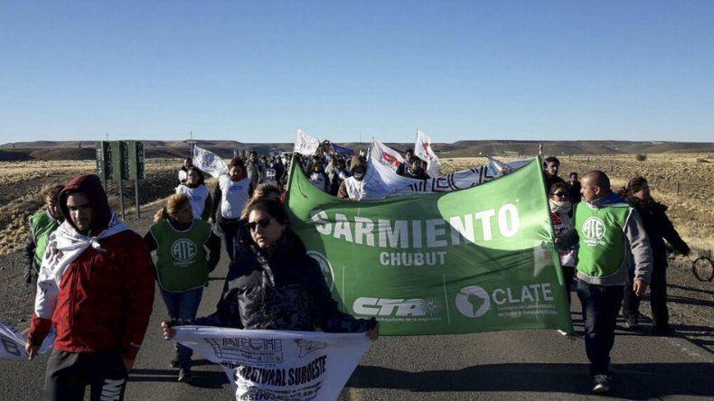 La marcha de los trabajadores estatales ayer unió Comodoro Rivadavia y Sarmiento con Cerro Dragón.
