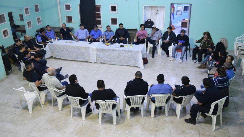 Policía y vecinos se reunieron para tratar la inseguridad en barrios