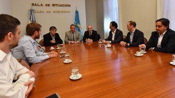el gobernador recibio a representantes de operadoras petroleras