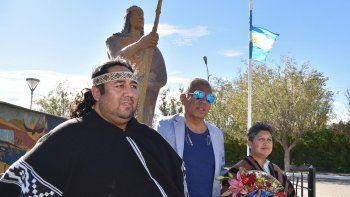 Dos referentes de pueblos originarios patagónicos, Nicolás Meliñanco y Nélida Huancalef, asistieron al acto celebrado ayer en Cañadón Seco.