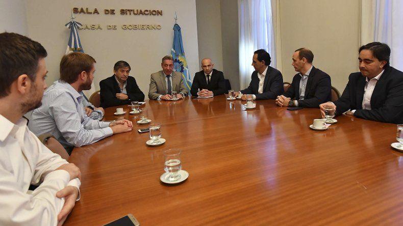 Arcioni valoró el acompañamiento de los responsables de las operadoras que extraen petróleo en Chubut.