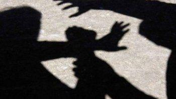 investigan la intimidacion a una nina a la salida del colegio