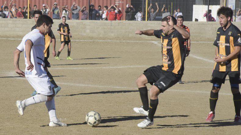 El líder Rada Tilly irá por otra victoria esta tarde cuando reciba a Deportivo Portugués.