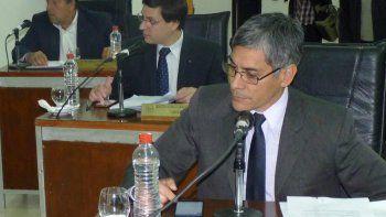 Los tres concejales del PJ-FpV de Río Gallegos, Eloy Echazú (en primer plano), Osvaldo Scippo y Martín Medvedovsky, impulsaron el Proyecto de Resolución que fue aprobado por unanimidad.