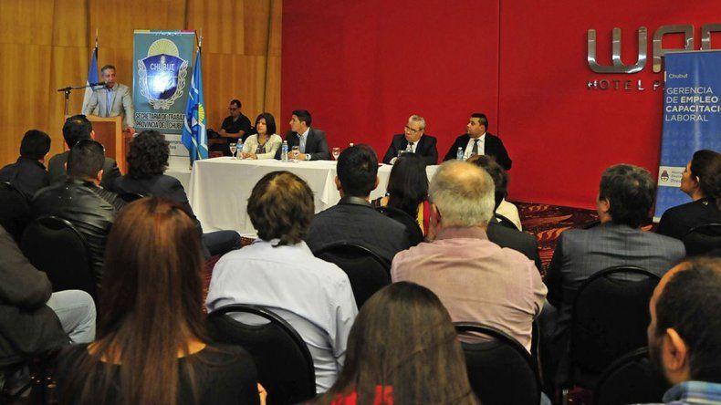 El gobernador encabezó ayer en Comodoro Rivadavia el lanzamiento del Programa Provincial para la Promoción del Empleo Chubutense.