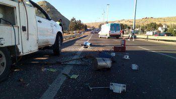 La camioneta dio dos tumbos y estuvo a punto de caer al arroyo Belgrano.