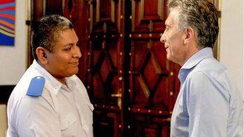 Investigan si el policía que fue recibido como un héroe por el presidente Mauricio Macri actuó con alevosía.
