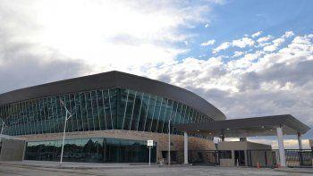 La nueva fachada que presenta el Aeropuerto Mosconi.