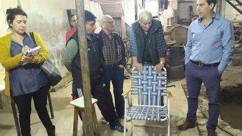 Habitantes del barrio Cerro Solo plantearon al viceintendente Juan Pablo Luque las consecuencias que conlleva vivir con salitre.