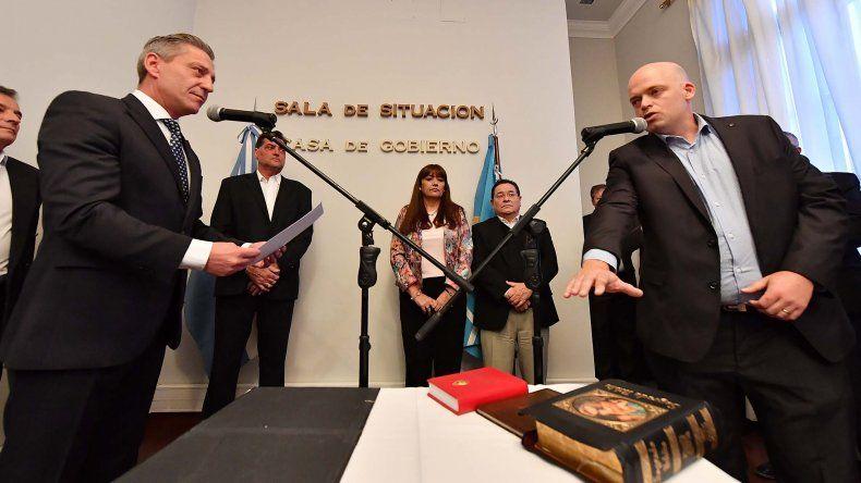 Arcioni le tomó juramento a Adrián Pizzi como nuevo ministro de Salud