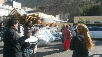 Este mediodía ATE cortó el tránsito en Yrigoyen en el marco de su asamblea resolutiva.