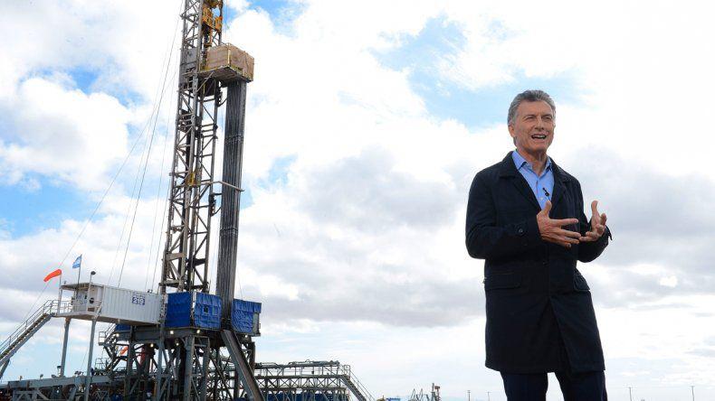 El presidente Mauricio Macri pidió ayer a los gobernadores e intendentes de todo el país que eliminen determinados impuestos que se cobran sobre los servicios públicos.