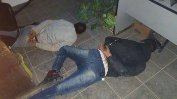 detuvieron a dos menores que intentaron robar un local en el juan xxiii