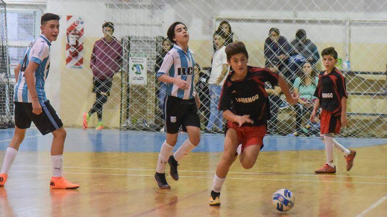 Racing Comodoro derrotó 2-0 a Flamengo por la categoría Menor.