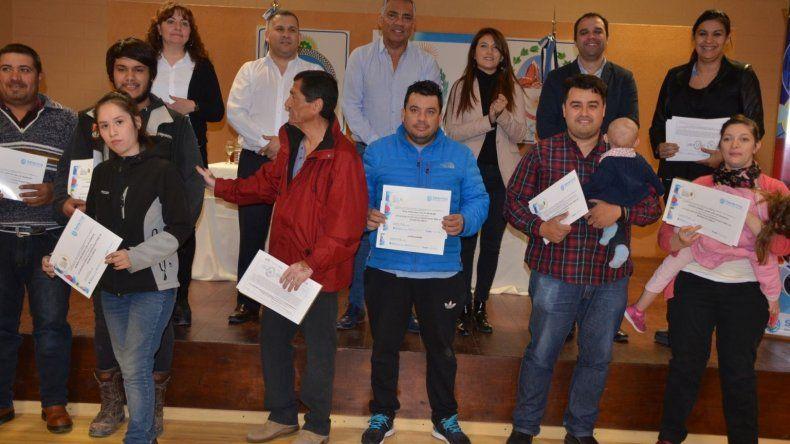 Los integrantes de la nueva promoción de cursos de capacitación recibieron sus diplomas.