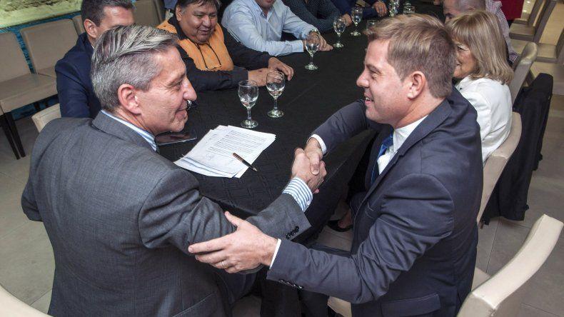 El acuerdo con YPF detiene la ola de desocupación petrolera en esta región. El gobernador valoró la importancia del diálogo.