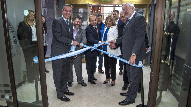 Arcioni inauguró la remodelación del Banco del Chubut en Buenos Aires
