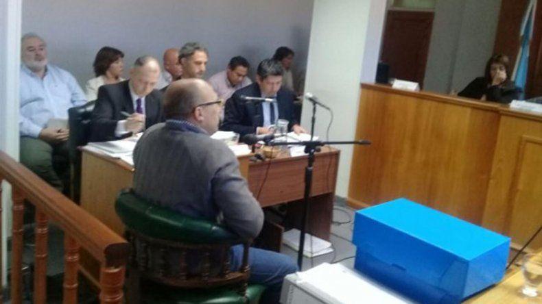 El debate oral y público que se desarrolla por presuntos sobreprecios en el Ministerio de Educación.