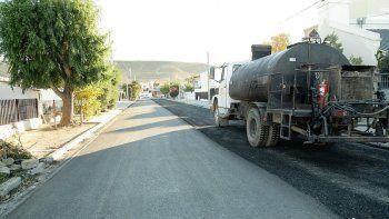 Cinco calles más de Rada Tilly ya cuentan con pavimento.
