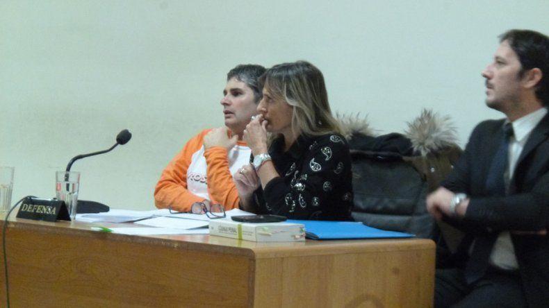 El imputado Gustavo Servera junto a su abogada defensora.